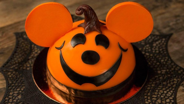 Pumpkin Mickey cake